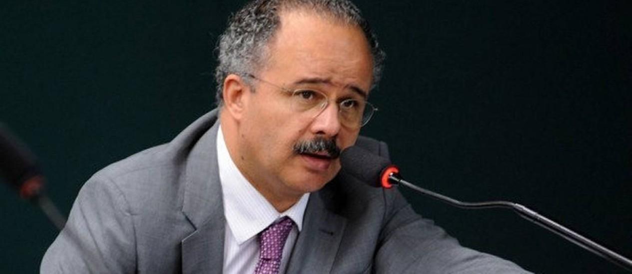 Deputado Vicente Cândido durante leitura do relatório da Lei Geral da Copa em comissão da Câmara Foto: Divulgação