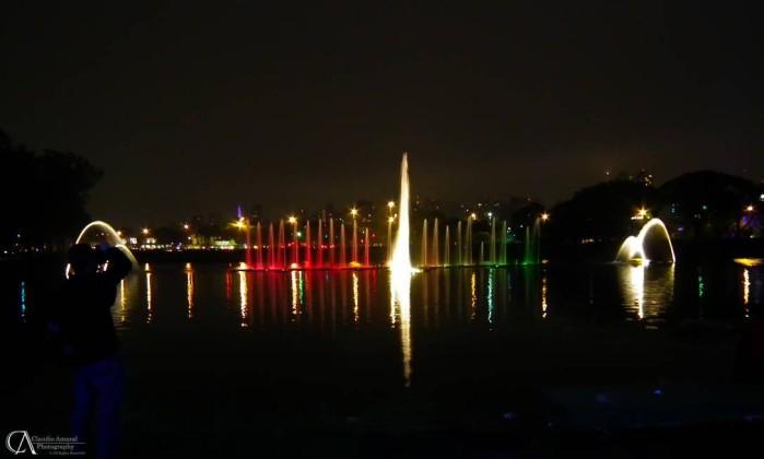A iluminação conta com mais de 500 lâmpadas e 12 mil metros de mangueiras de LED Foto do leitor Cláudio Amaral
