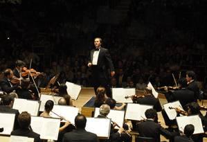 O maestro Roberto Minczuk e a Orquestra Sinfônica Brasileira Foto: Divulgação