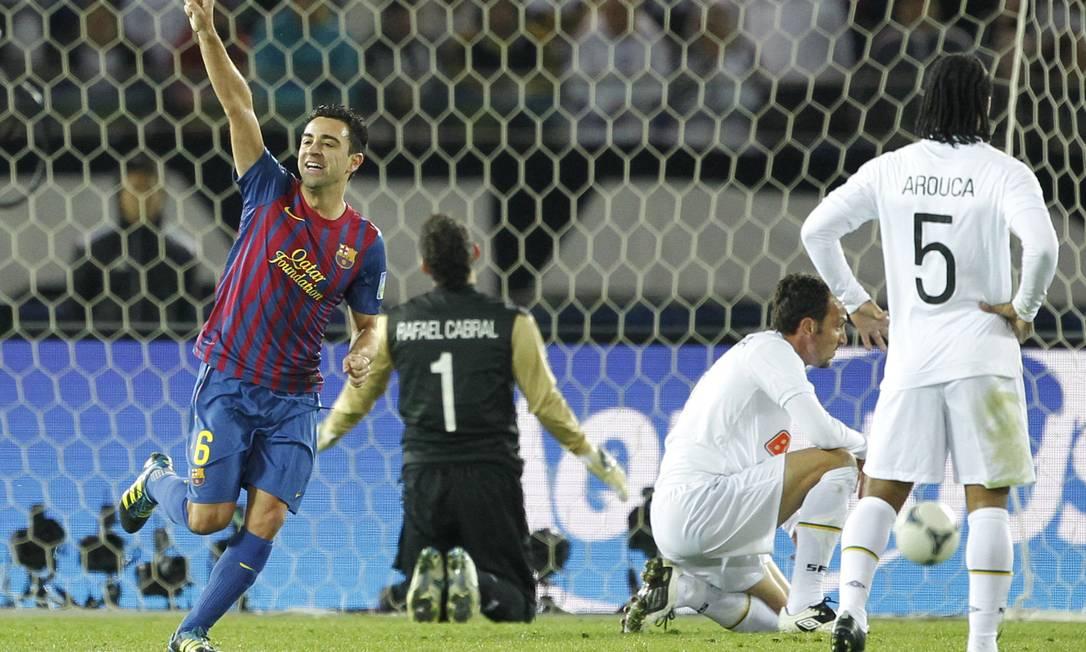 O meia Xavi comemora o seu gol, o segundo do Barça Koji Sasahara / AP