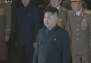 Kim Jong-un homenageia o pai, Kim Jong-il, durante seu velório Foto: REUTERS TV