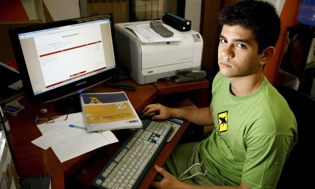 O estudante Lucas Vanzan errou apenas uma questão em Ciências Humanas e questiona sua nota Foto: Pablo Jacob / Agência O Globo