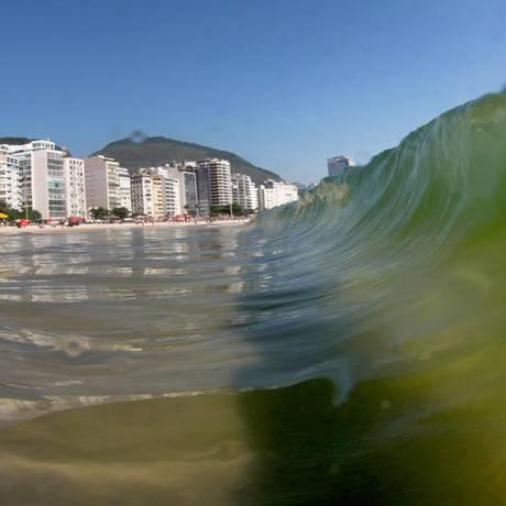 A Praia de Copacabana vista do mar Foto: Marcelo Piu / Agência O Globo