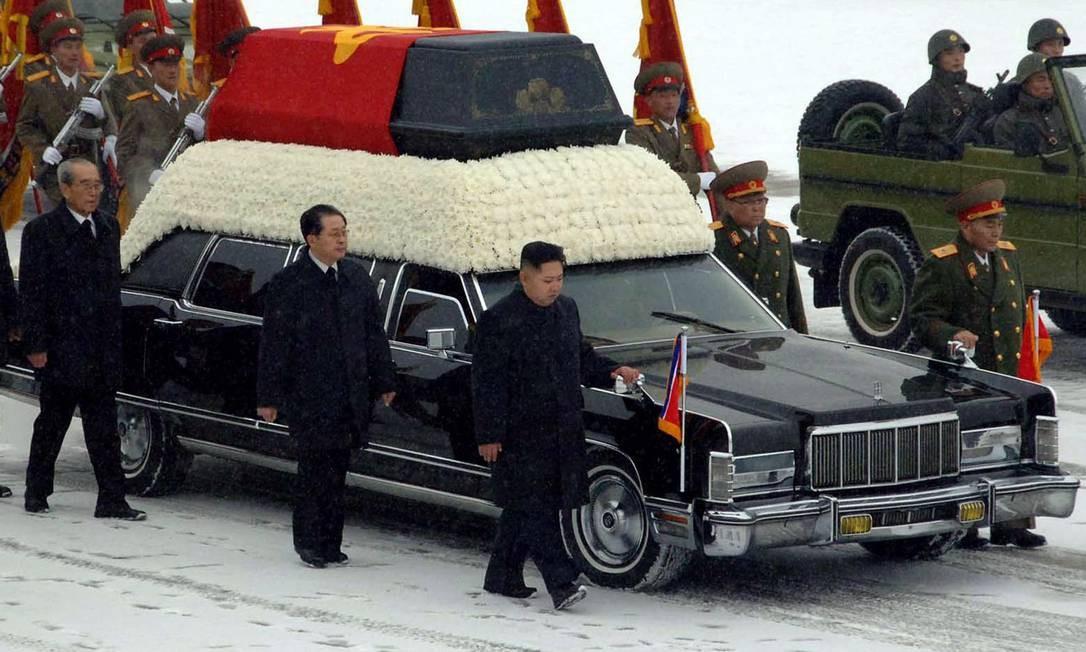Funeral teve a presença do novo líder norte-koreano, Kim Jong-un Foto: AP