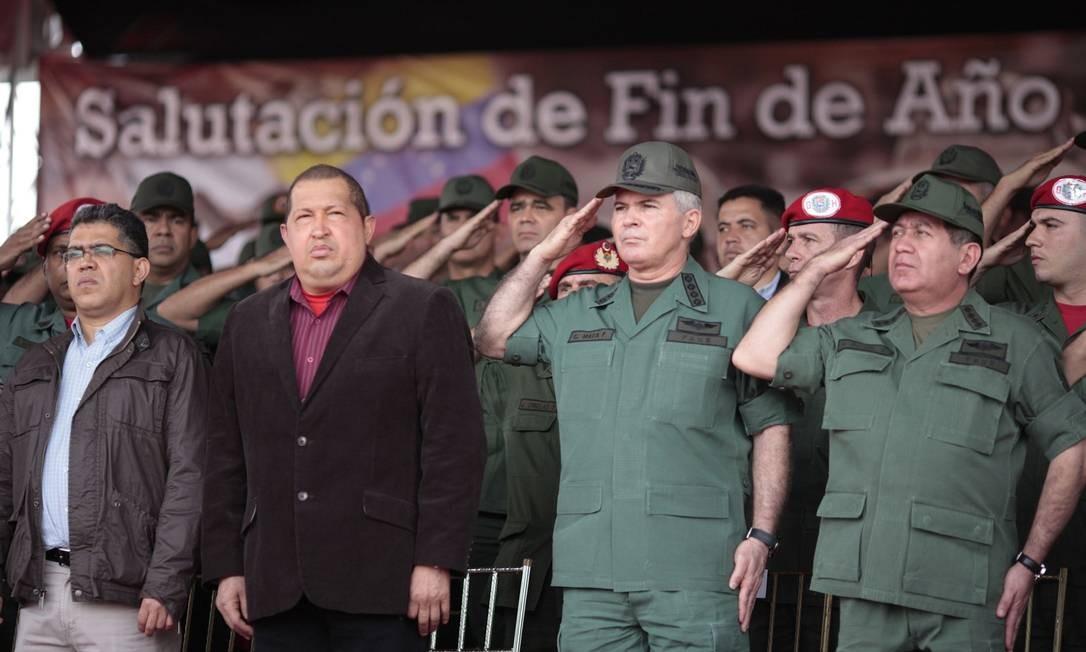 O presidente venezuelano Hugo Chávez durante visita a tropas militares nesta quarta-feira Foto: REUTERS