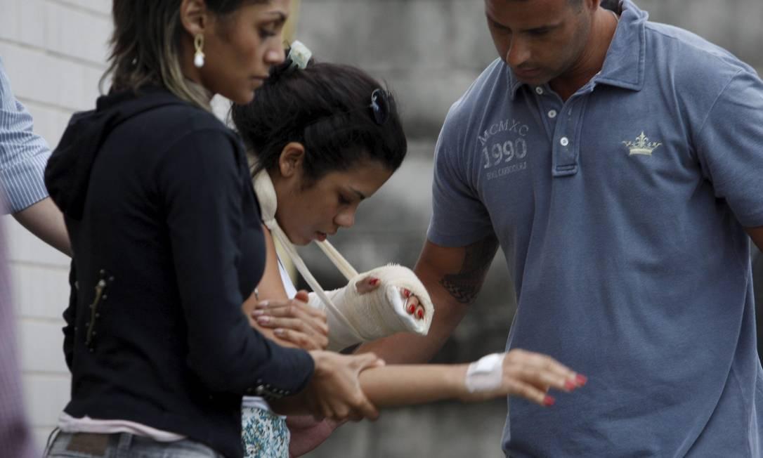 Adriene recebeu alta no início da manhã desta quarta do Hospital Barra D'Or, também na Barra da Tijuca, após passar por uma cirurgia de reconstrução da mão esquerda na terça-feira. Ela estava internada desde a madrugada de sábado Guilherme Pinto / Extra