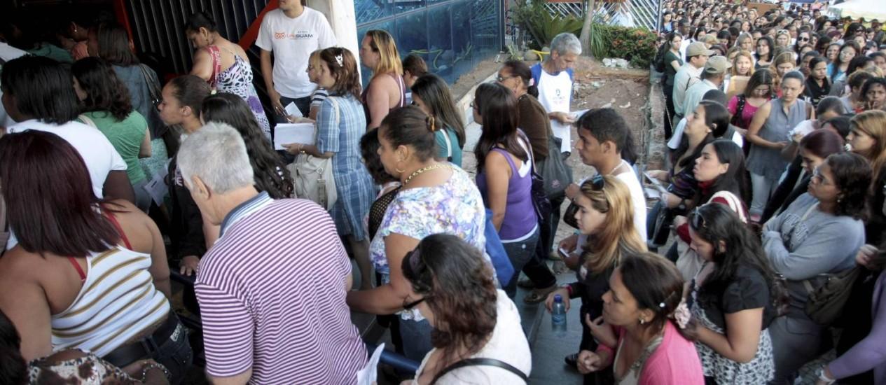 Candidatos se preparam para a prova do concurso publico do Magistério do Rio, na Unisuam, em Bonsucesso. Foto: Pedro Kirilos / O Globo