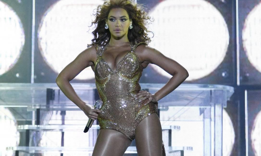 Beyoncé em ação durante seu show no Rio, em 2010 Foto: Mônica Imbuzeiro / Agência O Globo