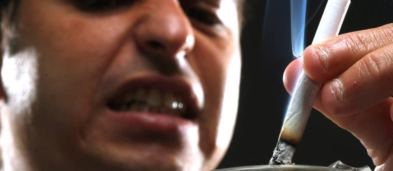 O especialista em Marketing Daniel Kauffmann quer parar de fumar em 2012 Foto: Ana Branco
