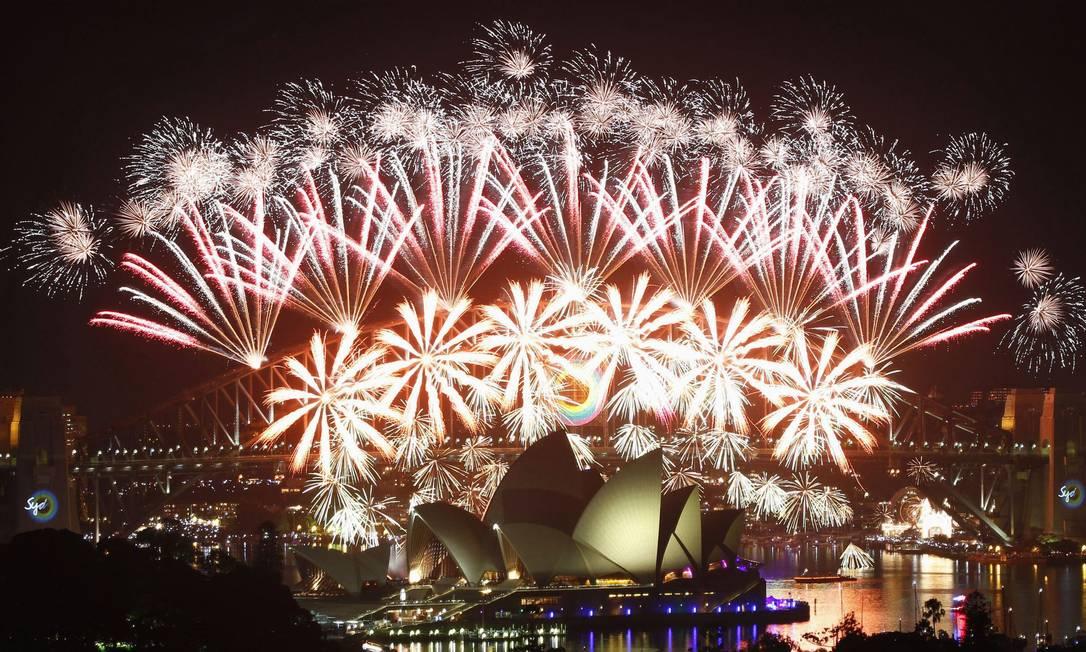 A Austrália foi um dos primeiros países a entrar em 2012. Na foto, fogos de artifício iluminam o céu de Sidney DANIEL MUNOZ / REUTERS