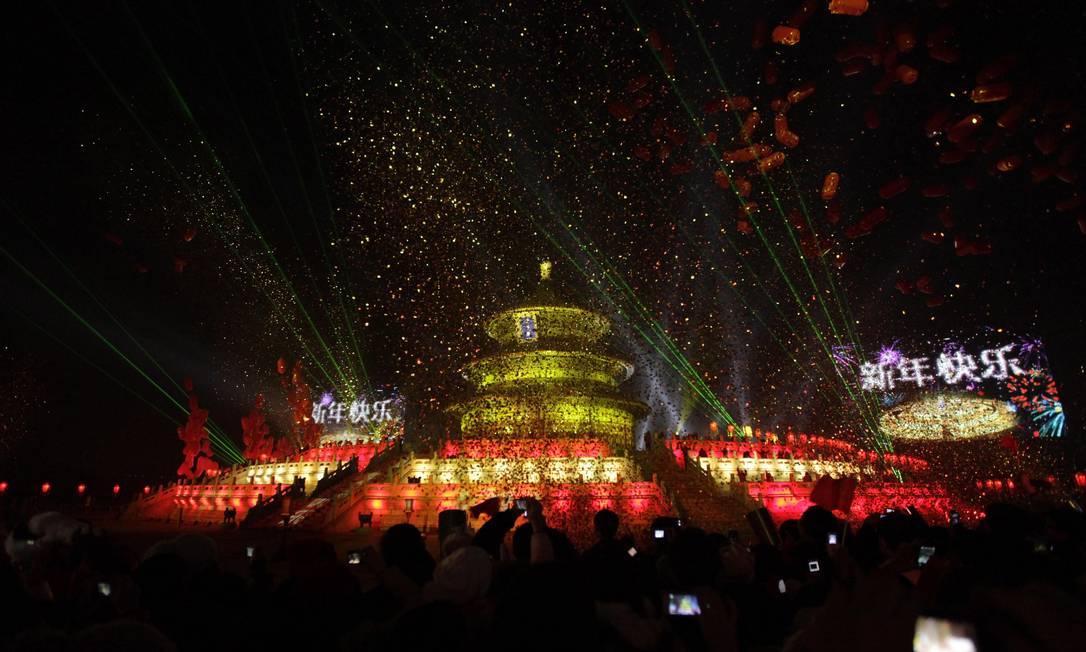 Contagem regressiva para a chegada de 2012 no Templo do Céu, em Pequim, na China Foto: REUTERS
