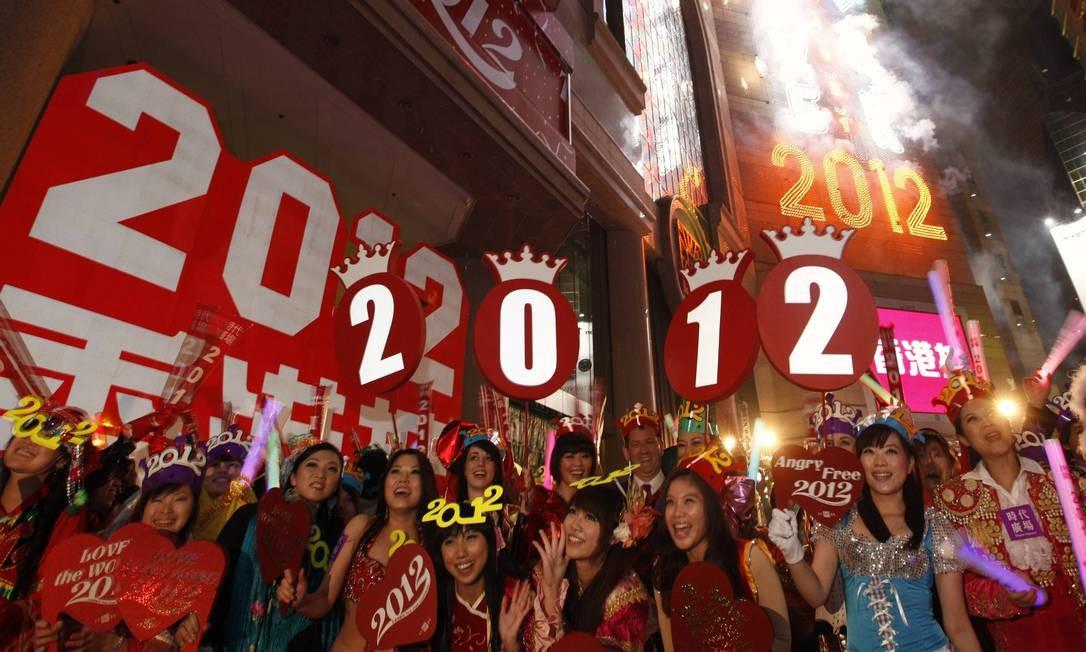 Na Times Square de Hong Kong, 2012 também recebe as boas-vindas Foto: TYRONE SIU / REUTERS