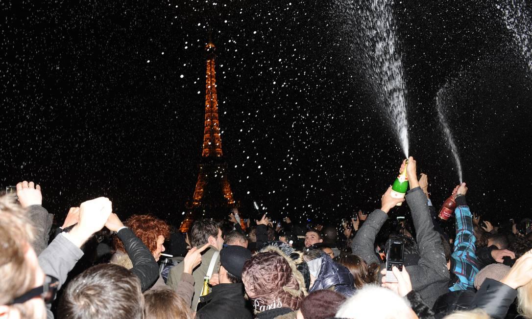 Animação para a chegada de 2012 na capital francesa