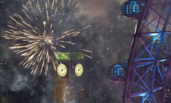 Diversidade de fogos no Ano Novo londrino CARL COURT / AFP