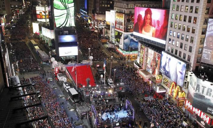 Publico celebra o Ano Novo na Times Square, em Nova York Gary Hershorn / Reuters