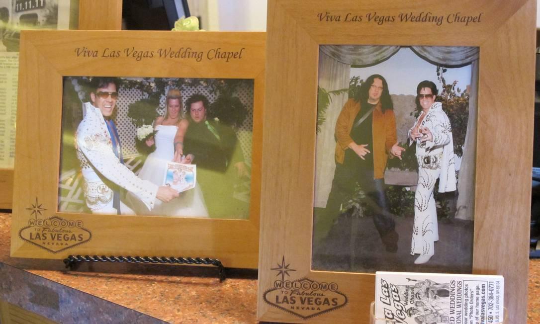 A capela Viva Las Vegas oferece até bolo de casamento com um bonequinho do cantor no topo Foto: Eduardo Maia / O Globo