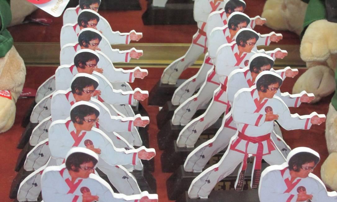 Elvis caratecas estão entre os itens mais curiosos da Bonanza Gift Shop Foto: Eduardo Maia / O Globo