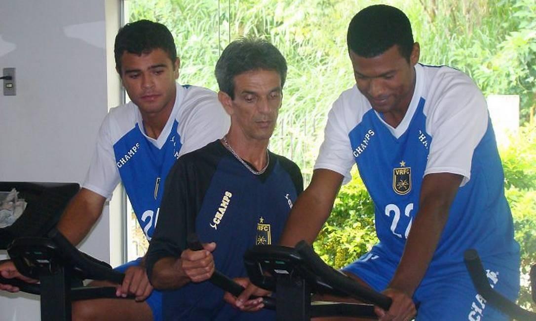 Júnior Baiano treina na academia do Volta Redonda Foto: Divulgação
