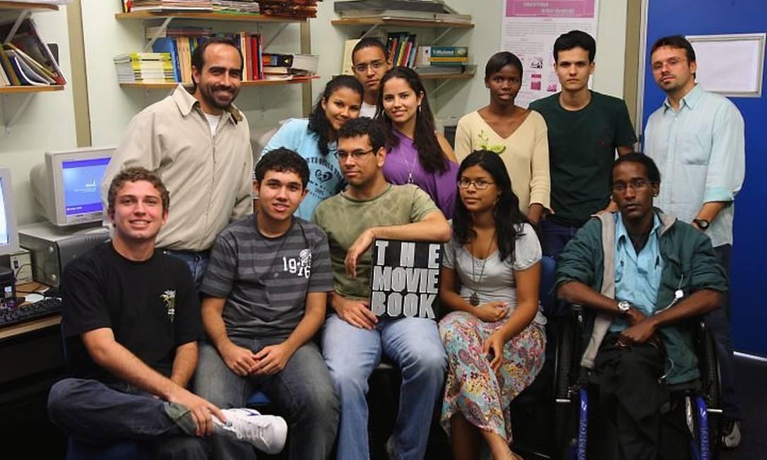 Turma que participa do projeto no laboratório de editoração eletr|ônica da Uerj Foto Gabriel de Paiva Agência Globo