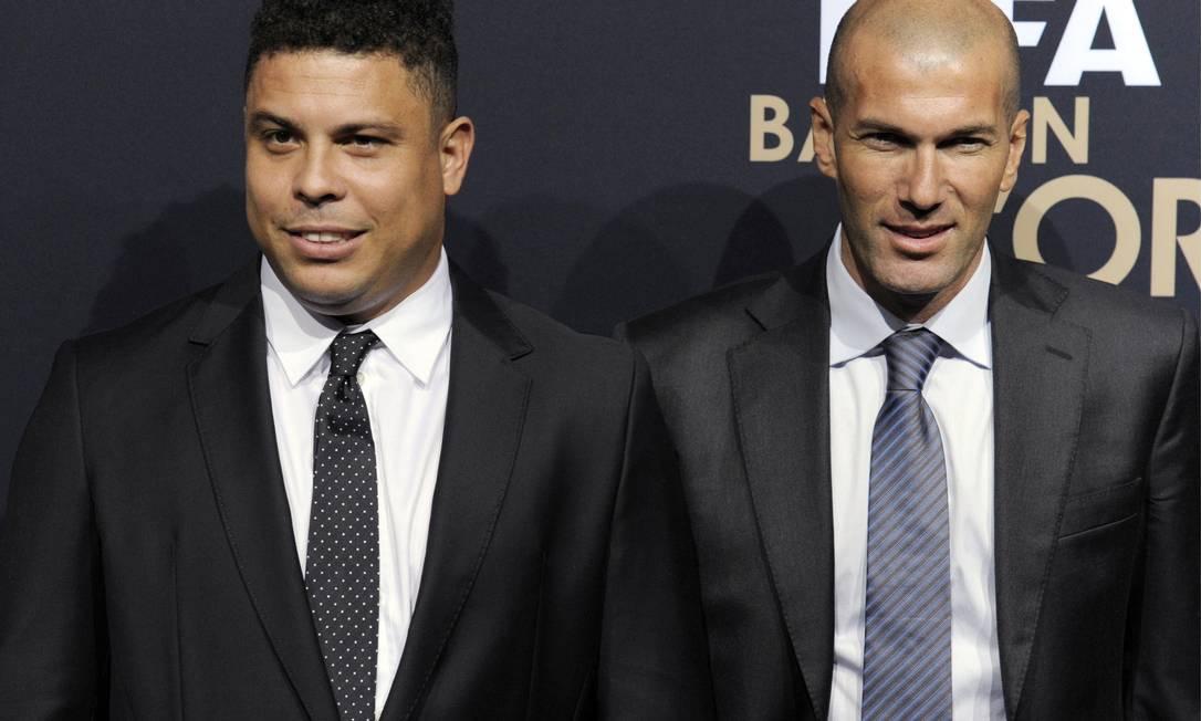 Ronaldo e Zidane: juntos com Lionel Messi, os únicos dois jogadores a levarem o Bola de Ouro em três ocasiões