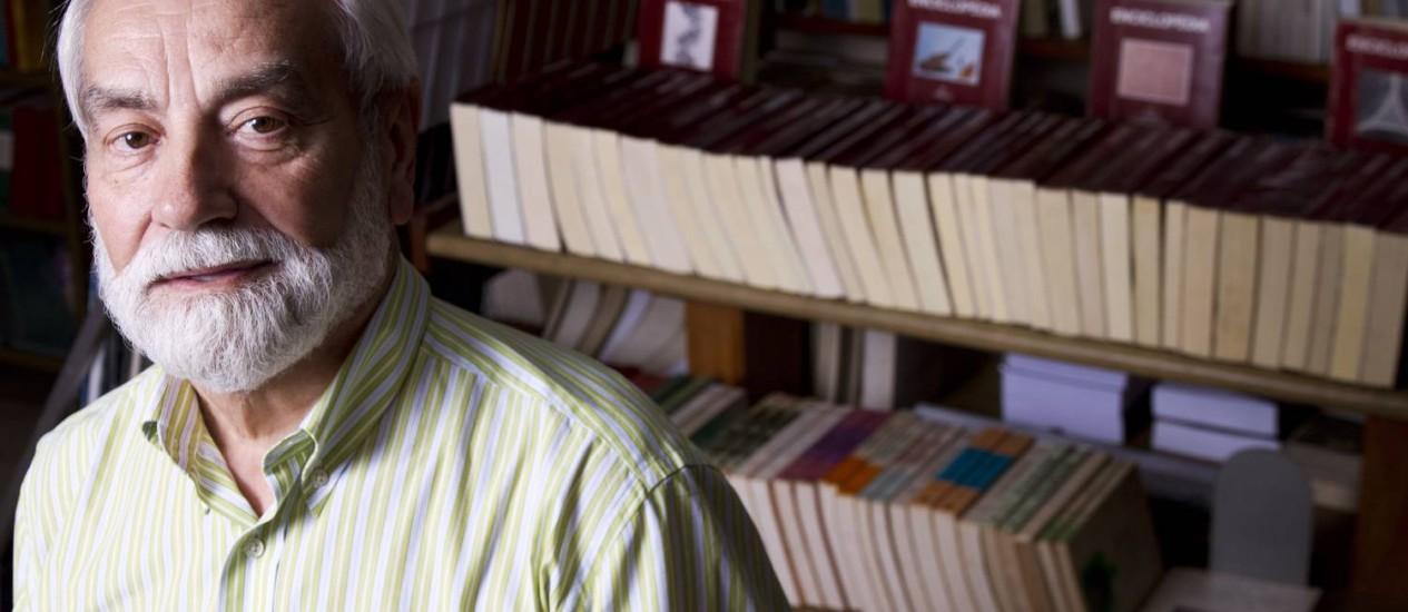 José Estrela, gerente da livraria e principal difusor da literatura portuguesa no Brasil Foto: Paula Giolito / Agência O Globo