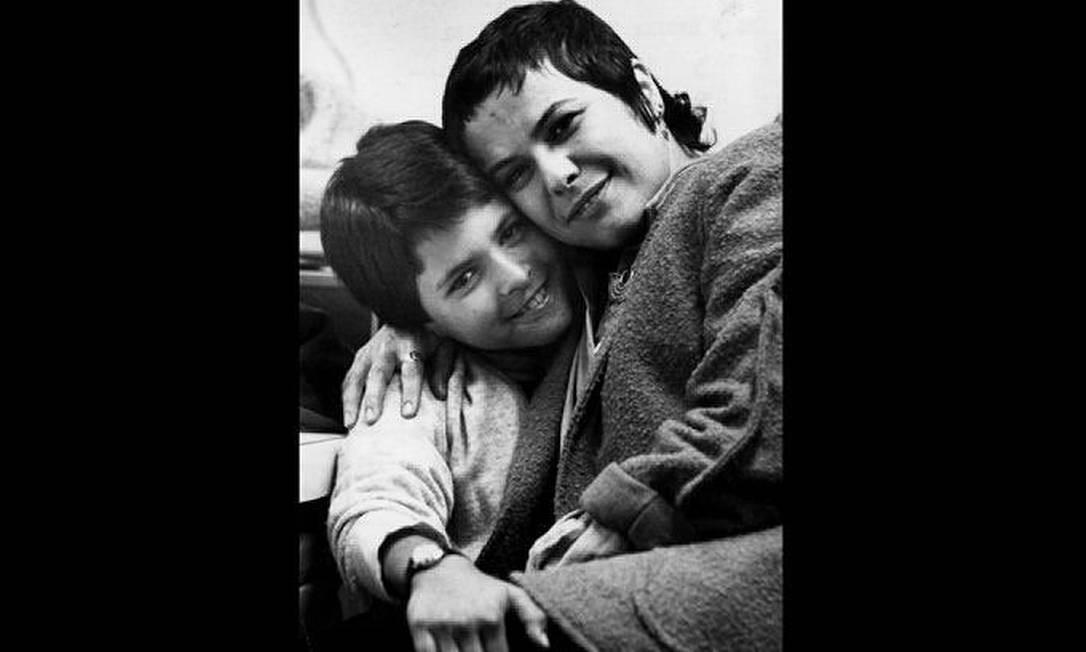 Com o filho João Marcello Bôscoli, então com 11 anos, em 1981 Arquivo / Agência O Globo