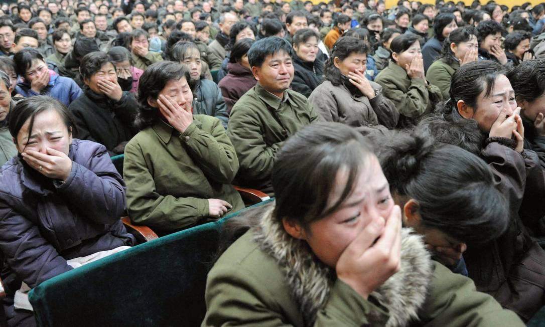 Moradores de Pyongyang reagem à morte de Kim Jong-il, em foto de 19 de dezembro de 2011 Foto: REUTERS/ Kyodo