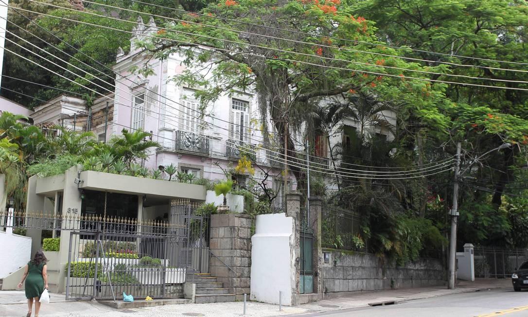 A casa no Cosme Velho onde Portinari morou nos anos 40: a dívida de IPTU chega a R$ 400 mil Foto: Domingos Peixoto / O Globo