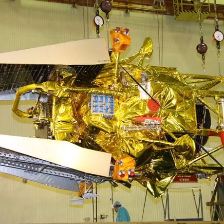 A sonda russa Phobos-Grunt, quando ainda estava sendo preparada para o lançamento de novembro. Restos caíram no Oceano Pacífico Foto: AP