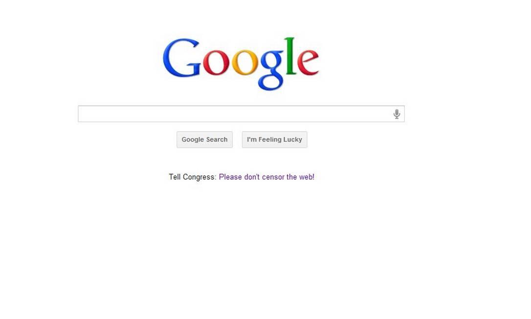 Ao acessar no Brasil, é possível ver o site da Google com um link na sua página inicial que direciona o usuário a artigos contra as leis que afetam diretamente seu serviço de buscas e publicidade Reprodução