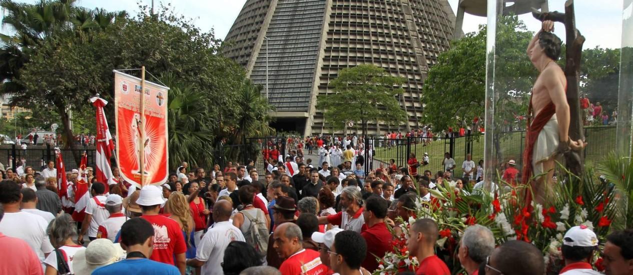 Procissão de São Sebastião chega à Catedral Metropolitana do Rio de Janeiro Foto: Jorge William / O Globo