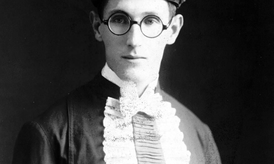 Carlos Drummond de Andrade em 1925, um ano após escrever os primeiros poemas Foto: Divulgação
