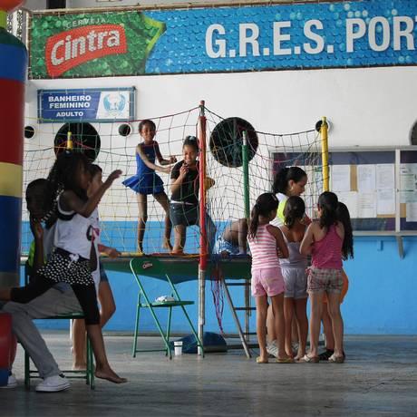 Atividades para crianças realizadas em janeiro do ano passado na quadra da Portela, em Madureira, como parte do Viradão do Momo Foto: Fábio Guimarães / Extra / Agência O Globo