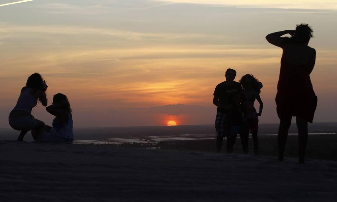 Duna do sol, um dos locais mais concorridos para assistir ao entardecer Foto: Custodio Coimbra / O Globo