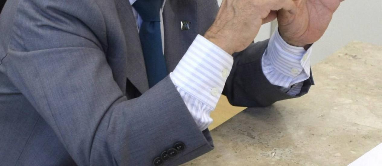O diretor-geral do Departamento Nacional de Obras Contra as Secas (Dnocs), Elias Fernandes, durante entrevista ao O Globo, em outubro de 2010 Foto: Givaldo Barbosa / Agência O Globo