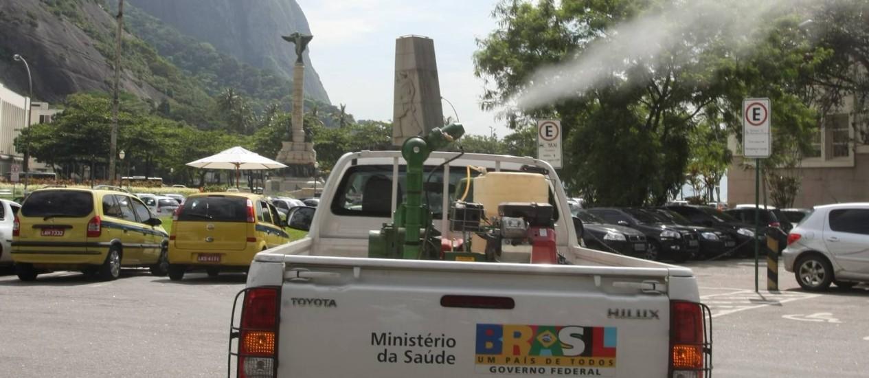 O combate ao mosquito da dengue sempre feito pelo poder público passará às mãos de empresa privada no Rio Foto: Marco Antonio Cavalcanti / O Globo