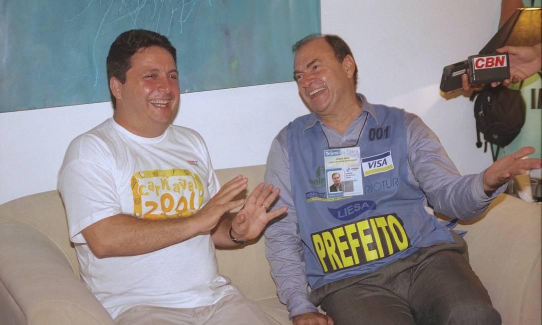 Cesar Maia e Garotinho no carnaval de 2001. O ex-prefeito quer renovação política e rejeita concorrer novamente à Prefeitura do Rio Foto: Arquivo O Globo
