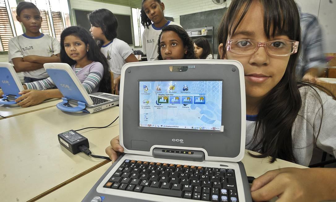 Estudantes de escola de Brasília agraciada no programa Um Computador por Aluno Foto: ABr / Marcelo Casal Jr.