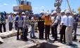Secretário do Ambiente, Carlos Minc, e representantes do Inea fazem vistoria no Cais do Porto, onde explosão matou um pessoa na última segunda-feira
