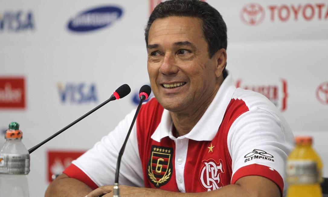 Luxemburgo em sua última entrevista como técnico do Flamengo, após a vitória sobre o Real Potosí, no Engenhão Foto: Agência O Globo / Alexandre Cassiano
