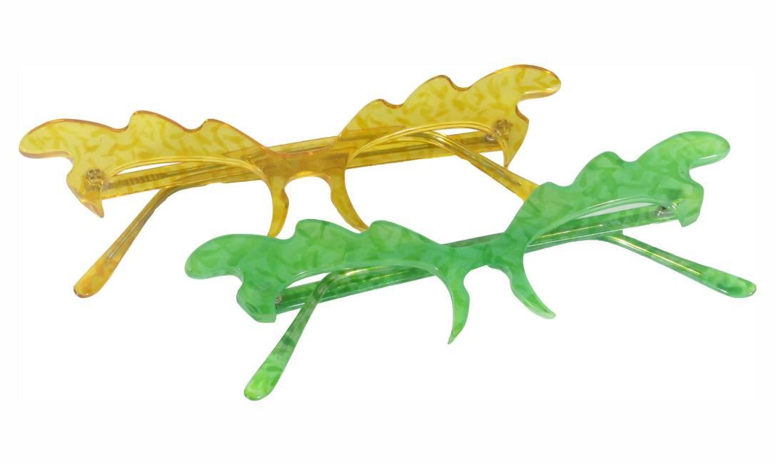 Óculos sem lentes, nas cores amarela e verde, da Alessa / R$ 169 (cada) - Tel.: (21) 2543-3246 www.alessa.com.br Divulgação