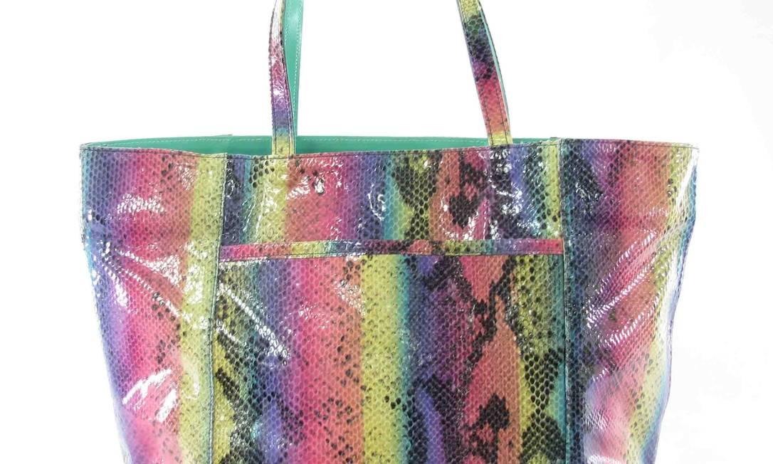 Detalhe da bolsa colorida Danny Teich, no Barrashopping / Tel.: (21) 3226-2000 - www.dannyteich.com Divulgação