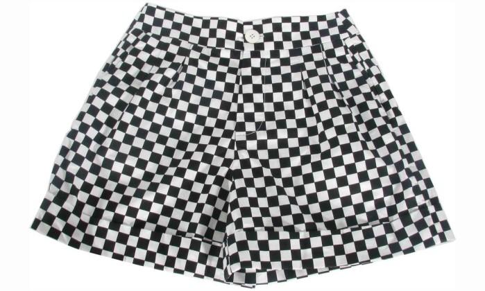 Short quadriculado preto e branco Santa Ephigênia, na Danny Teich / R$ 304 - www.dannyteich.com Divulgação