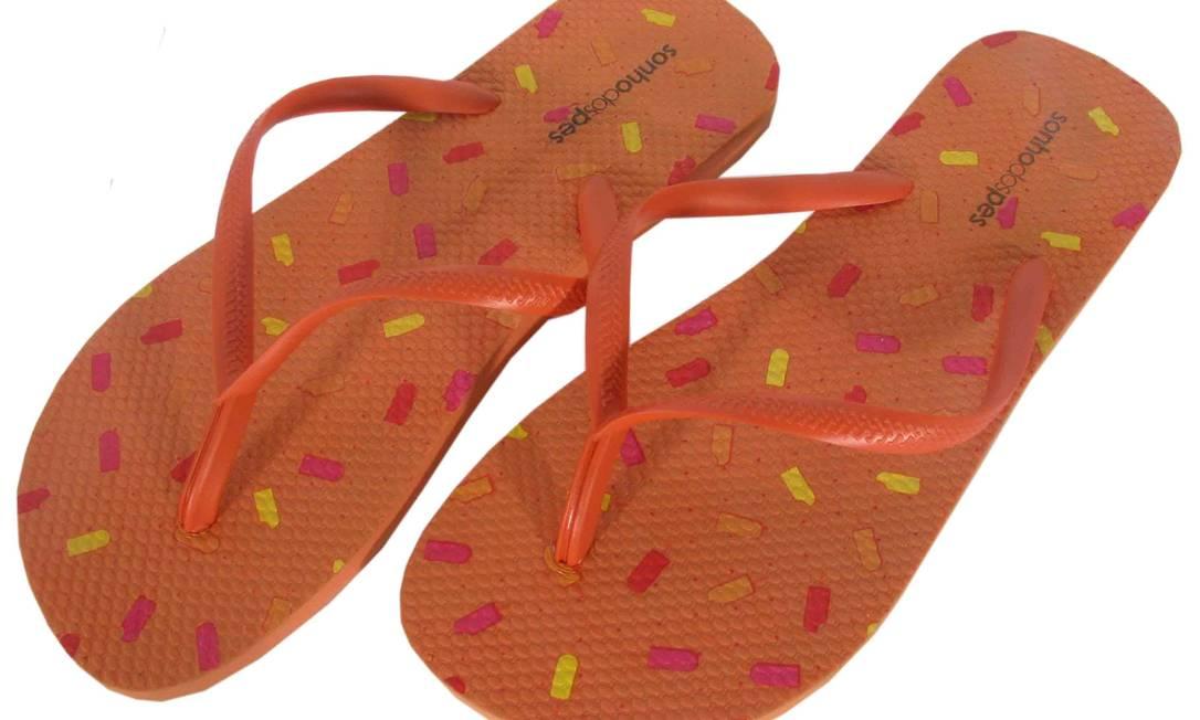 Sandália de borracha / R$ 24 - www.sonhodospes.com.br Divulgação