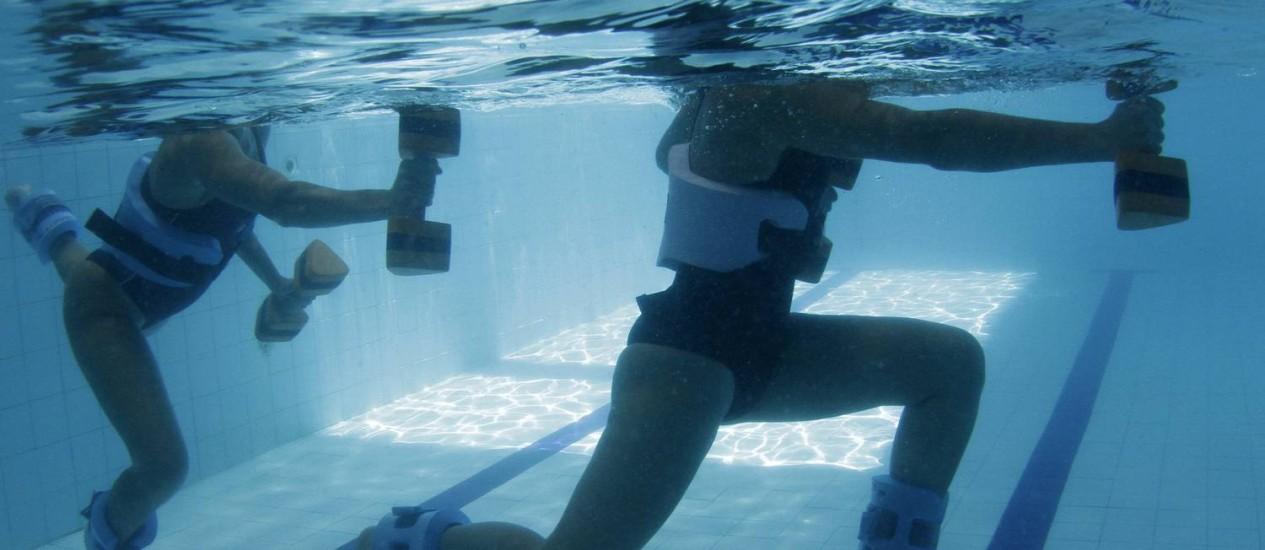 Água é ambiente onde corrida promove maior gasto calórico Foto: Marcelo Piu