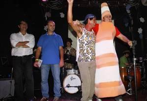 Henrique Baur ganhou o concurso com a fantasia de cone de trânsito Foto: O Globo / André Teixeira