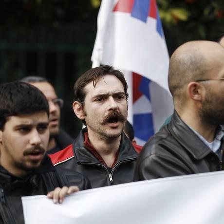Foto: Reuters / Filiados ao partido comunistas protestam contra reformas gregas