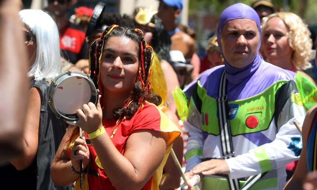 A Emília e o personagem do Toy Story soltam o som do Desliga da Justiça Felipe Hanower / O Globo