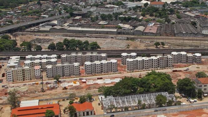 As obras do projeto Morar Carioca, no bairro de Triagem, onde a prefeitura está construindo 2.240 unidades habitacionais populares Foto: André Teixeira / O Globo