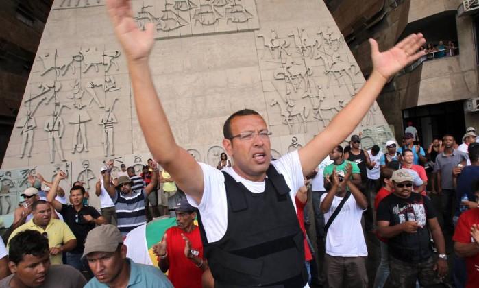 Marcos Prisco, líder do movimento, está acampado há dias na Assembléia Legislativa da Bahia Agência A Tarde